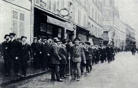 Ende Juli 1914 rund 300 Tschechen demonstrierten in der Paris (Foto: Archiv des Militärhistorischen Instituts in Prag)