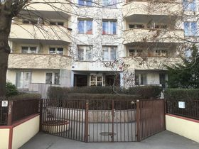 Russian Federation has been administering dozens of Prague flats owned by the Czech state - Ovenecká 39, photo: Tom McEnchroe