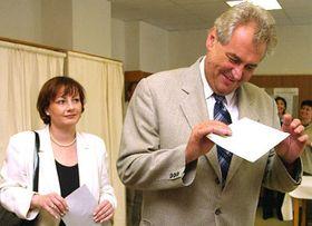 Премьер Чехии Милош Земан голосовал в Новом Весели в Ждярском районе, фото: ЧТК