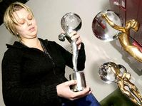 Ceny, které pro Mezinárodní filmový festival zhotovili pracovníci karlovarské sklárny Moser, foto: ČTK