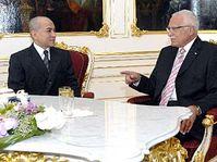 Le roi du Cambodge Norodom Sihamoni et le président Vaclav Klaus, photo: CTK