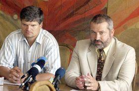 Vicepresidente Jirí Valenta (de izquierda) y presidente de los sindicatos checos de Educación Frantisek Dobsík, foto: CTK