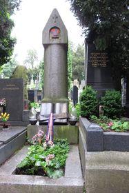 Čapeks Grab auf dem Vyšehrad-Hügel (Foto: Kristýna Maková, Archiv des Tschechischen Rundfunks - Radio Prag)