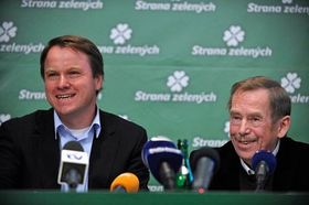 Martin Bursík y Václav Havel (derecha), foto: CTK