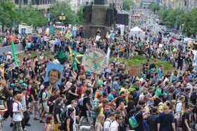 Манифестация за легализацию марихуаны (Фото: Иржи Роун)