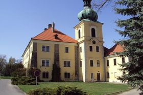 Zámek Doksy, foto: Zákupák, Wikimedia Commons, Public Domain