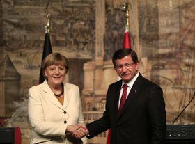 Angela Merkel y Ahmet Davutoglu, foto: ČTK