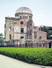 Mémorial de la Paix à Hiroshima, bâtiment de Jan Letzel, photo: Frank Gualtieri, public domain