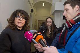 Терезие Каслова в здании пражского суда, Фото: ЧТК