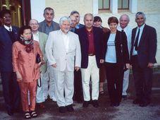 Petr Pithart s krajany při své návštěvě Kapského města