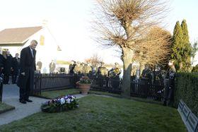 Andrej Babiš navštívil hrob Tomáše Garrigua Masaryka vLánech, foto: ČTK