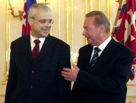 Primer ministro checo, Vladimír Spidla (por la izquierda) y presidente eslovaco Rudolf Schuster, foto: CTK