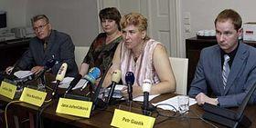 De izquierda: Petr Gazdík, Jana Jurencáková, Vera Kovárová y Ladislav Sifta (Foto: CTK)