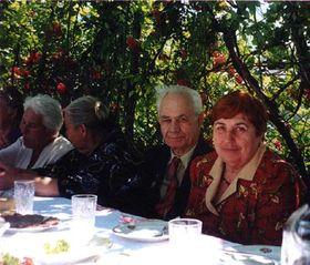 Потомки чехов в Новороссийске. Слево направо: Божена Ружичка, Елена Шмидберская, Йозеф Кабарда, Зинайда Кабарда