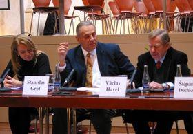 Zleva: Dagmar Havlová, Stanislav Grof aVáclav Havel, foto: autorka