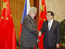 Miloš Zeman and Chinese Premier Li Keqiang before the meeting at the Great Hall of the People in Beijing, China, photo: ČTK