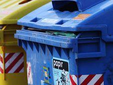 Мусорный контейнер для бумаги, фото: Томаш Адамец, Чешское радио