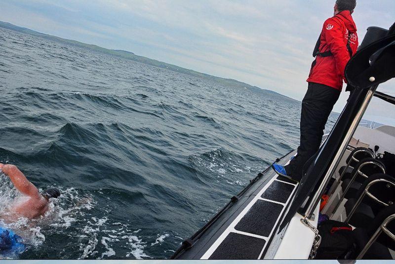 Doprovodné lodi se plavec nesmí dotknout, foto: archiv Jaroslava Chytila