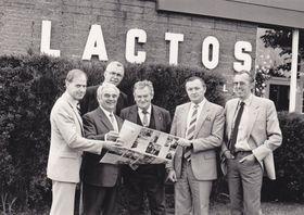 Milan Vyhnálek (druhý zleva) založil vTasmánii firmu Lactos, foto: Petra Škopová, Wikimedia Commons, CC0 1.0