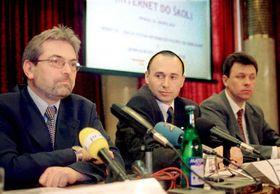 J. Müllner, el secretario del ministro de Educación, V. Palata, AutoCont On Line y M. Horejsi, Cesky Telecom, foto: CTK
