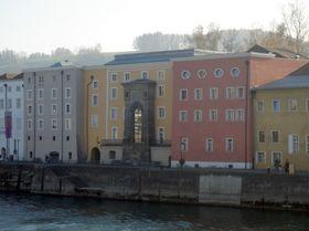 Studentenwohnheim Bräugasse in Passau (Foto: Philipp Schrüfer, Wikimedia Commons, CC BY-SA 3.0)