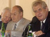 Милош Земан (направо) и Ян Каван (в середине )на заключительной пресс-конференции (Фото: ЧТК)