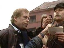Václav Havel on Škroupovo náměstí in 1988, photo: ČT24