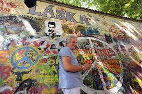 Pete Best at the John Lennon Wall in Prague, photo: CTK