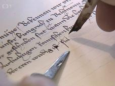 La réalisation de la copie de l'un des actes les plus importants contresignés par Charles IV, photo: ČT