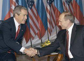 George W. Bush y Vladimir Putin (Foto: CTK)