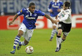 Jefferson Farfán (Schalke) y Vladimír Darida (Pilsen), foto: ČTK