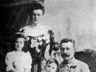 Archduke Franz Ferdinand with his wife Sophie Chotek and their children