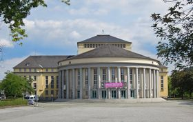 Saarländisches Staatstheater (Foto: LoKiLeCh, Wikimedia Commons, CC BY-SA 3.0)