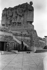 Оригинал памятника, именуемого в народе «Очередь за мясом», Фото: открытый источник