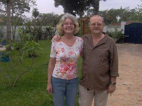 Robert Kovarik con su esposa