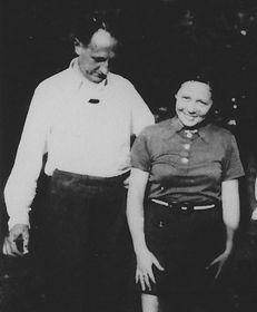 Bohuslav Martinů avec Vítězslava Kaprálová à Trois puits en 1938, photo: www.tristudne.cz