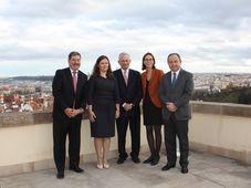 Milena Hrdinková et Amélie de Montchalin avec les représentants des trois autres pays du groupe de Visegrad, photo: Twitter de La France à Prague