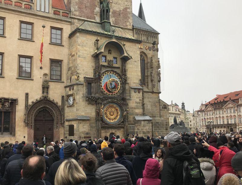 La place de la Vieille-Ville avec l'horloge, photo: Camille Montagnon