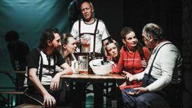 """Katzelmacher"" (Foto: Michal Hančovský, Archiv des Theaters ""Švandovo divadlo"")"