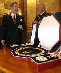 Václav Havel převzal 14.10. vPraze dvě nejvyšší státní vyznamenání - Řád Bílého lva aŘád Tomáše Garrigua Masaryka, foto: ČTK