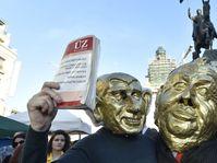 Пикет против Милоша Земана и Андрея Бабиша на Вацлавской площади в Праге, Фото: ЧТК