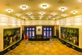 Brožíkův sál sobrazem Zvolení Jiřího zPoděbrad českým králem (vlevo), foto: Prague City Tourism