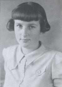 Ivy Kovandová aged 18