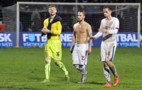 Tomáš Vaclík (a la izquierda) reconoció que pudo haber impedido el gol. (Foto: ČTK)