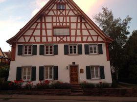 Sitz des Allensbach-Instituts für Demoskopie (Foto: Zollernalb, CC BY-SA 4.0)