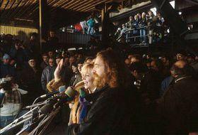 Jaroslav Hutka sings at the demonstration on Prague's Letná Plain in November 1989, photo: CTK