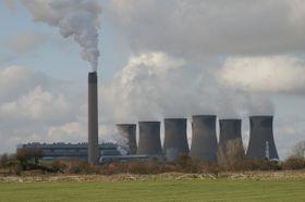 Eggborough coal-fired power plant, photo: Mr T, CC BY-SA 2.0