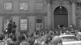 Botschaftsflüchtlinge aus der DDR in Prag (Foto: Blanka Lamrová, Archiv der deutschen Botschaft in Prag)