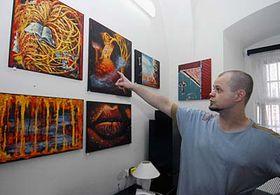 Jaroslav Březina with the pieces produced by prisoners, photo: CTK