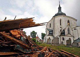 Die beschädigte Johann-Nepomuk-Kirche (Foto: ČTK)